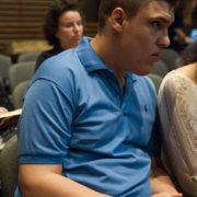 יאיר יוגבמשתתף התכנית מאזין בקהל