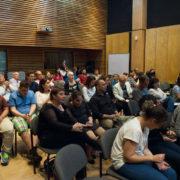 המשפחות והצופים בקהל