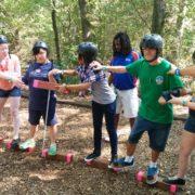המשתתפים מבצעים תרגילי שיווי משקל