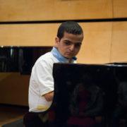 רועי גינת על הפסנתר