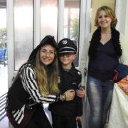 השוטר עם אימו הפיראטית