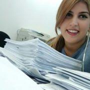 ענבל בעבודתה בבנק דיסקונט