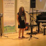 הילה שרה בקונצרט המוסיקה