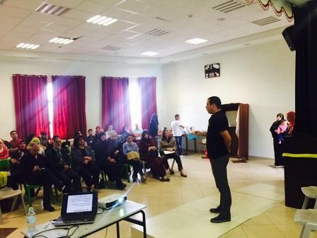 לואי הסטודנט מדבר במפגש הסברה