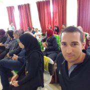 לואי ביחד עם הקהל במפגש ההסברה