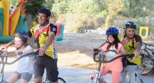 רכיבה על אופני טנדם בהפנינג למשפחות